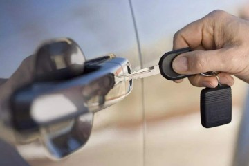 110开锁之钥匙断在锁孔里怎样处理